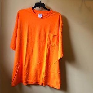 Men's Gildan orange t shirt size 2XL